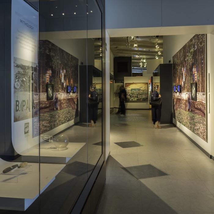 Bradford-exhib-700-4
